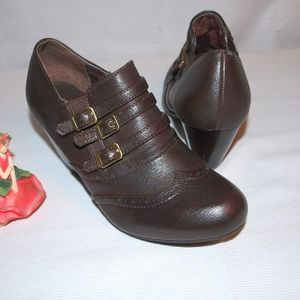 Rialto Wing Tip Heels Shoes size 6M Brown